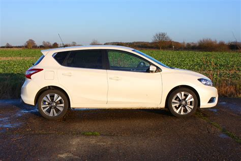 nissan pulsar nissan pulsar hatchback 2014 buying and selling parkers