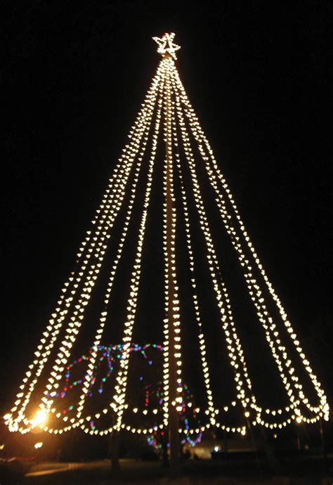 12 foot white christmas 2000 lights city unveils tree of lights san benito news