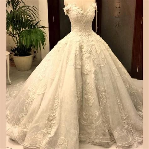 High Designer Wedding Dresses by 25 Best Ideas About Cathedral Wedding Dress On