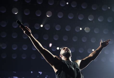 light it up drake concert review drake and future light up the tacoma dome