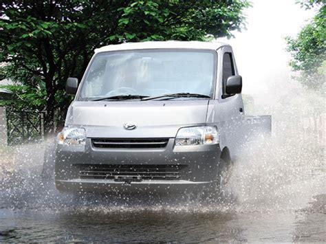 Promo Busi Ngk Daihatsu Gran Max 1 3 K3de 1 3cc 07 Dcpr7ea 9 Qb 32k R ini bahaya mengemudi di belakang mobil panduan pembeli mobil123