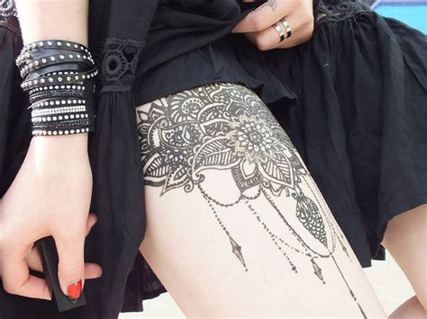 wie kriegt man henna tattoo ab fashion black summer dress floppy hat henna
