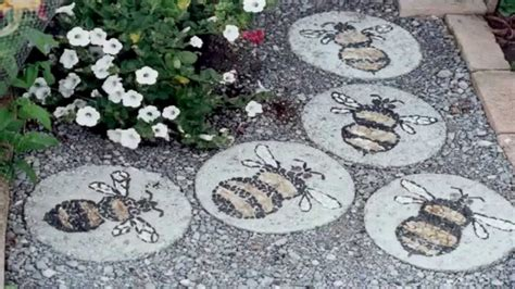 creating mosaic stepping stones in your garden homestylediary com