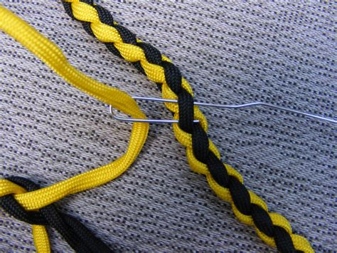 how to make a paracord leash make a paracord leash
