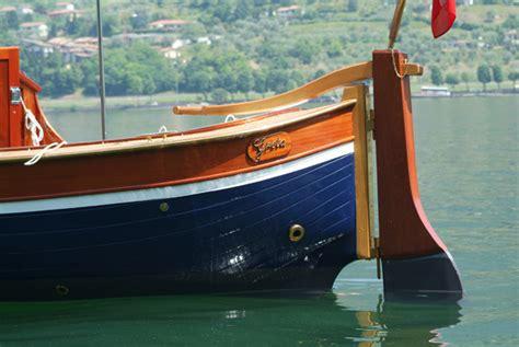 gozzo in legno cabinato gozzo sebino barca in legno cantiere nautico ercole