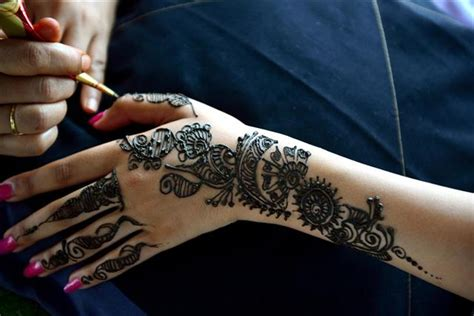 henna tattoo guide a guide on semi permanent tattoos to answer all your questions