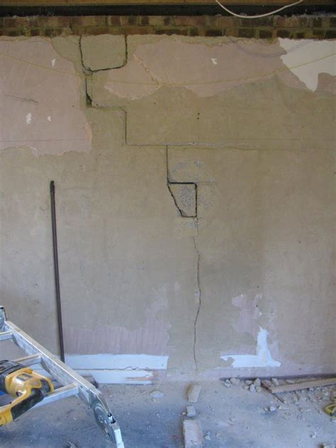crack in bedroom wall inner skin cracked only diynot forums