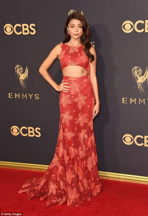 The Carpet Looks At The 2007 Emmy Awards by Hyland Bares Midriff On Emmys Carpet Daily