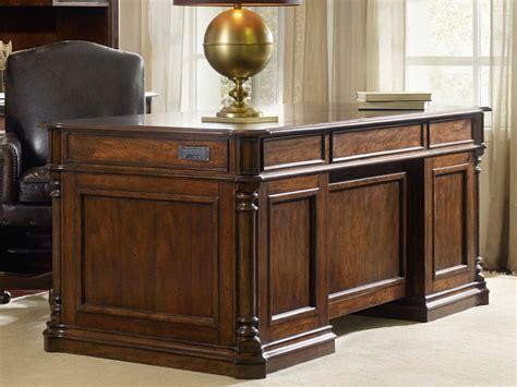 furniture leesburg rich traditional mahogany 72 l