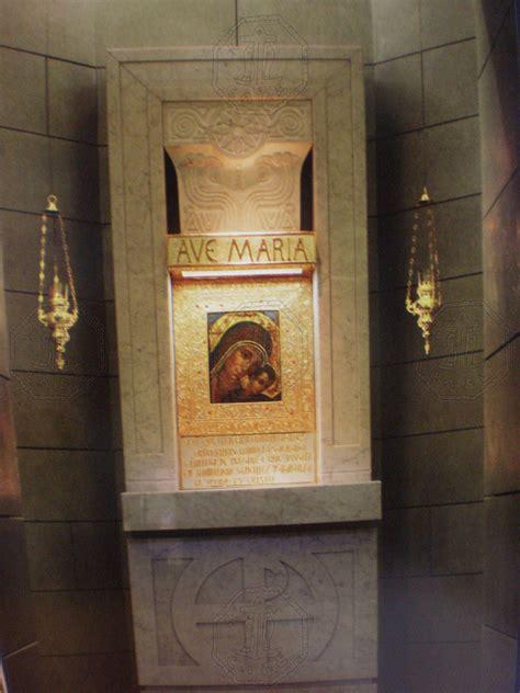 arredi neocatecumenali tabernacolo con icona della madonna cammino dipinta da