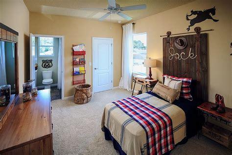 creative kids rooms  space savvy sliding barn doors