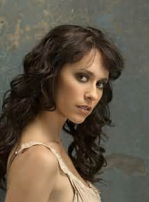 Ghost whisperer quot season 5 fast forwards five years into the future