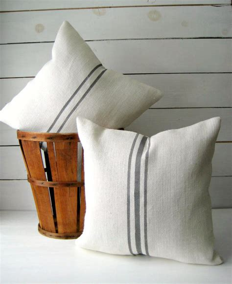 bedroom pillow storage 25 unique rustic pillows and throws ideas on pinterest