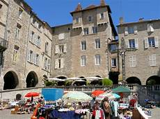 villefranche de rouergue file villefranche de rouergue place notre dame 3 jpg wikimedia commons