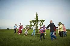 wann ist mittsommer so feiern schweden den sommer duda news