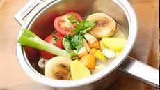 hühnersuppe selber machen h 252 hnersuppe und h 252 hnerbr 252 he selber machen und kochen