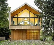 modernes holzhaus satteldach modernes einfamilienhaus holz satteldach s 248 k