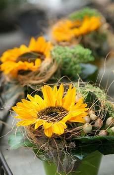 tischdeko mit sonnenblumen gelbes blumen tischdeko sommer tischdeko blumen
