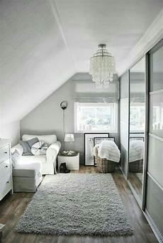 kleines zimmer wandfarbe spiegelschrankwand f 252 r ankleidezimmer camere mansardate