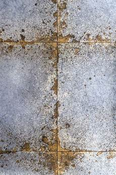 Wand Metallic Effekt - lustre tile wallpaper grey gold wallpaper tile
