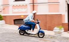 Mopedversicherung Sicher Unterwegs Auf Zwei R 228 Dern Devk