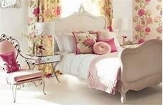 Romantische Stimmung Im Schlafzimmer - fr 252 hlingsdeko im schlafzimmer 44 wundervolle ideen