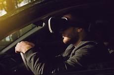 Femme Conduisant Un Homme Assis Pr 232 S De La Voiture