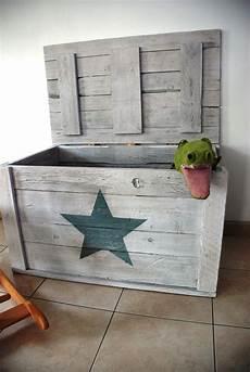 coffre a jouet original coffre jouets etoile bois de palettes diy bois
