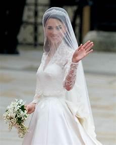 prix de la robe h m recr 233 e la robe de mari 233 e de kate middleton dans une