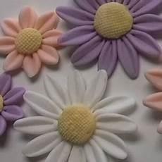 come fare i fiori con la pasta di zucchero come fare i fiori con la pasta di zucchero la guida