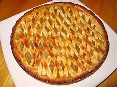 apfelkuchen mit hefeteig apfelkuchen aus hefeteig mit gittern juventas
