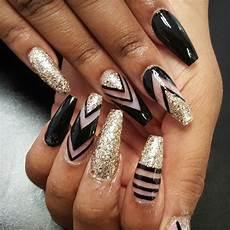 nail art nail designs black and gold nails pepe