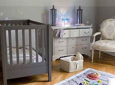 chambre bebe couleur taupe gris et bleu ambiance romantique