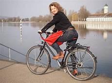 fahrrad für frauen drachenhaut praktischer fahrrad regenschutz f 252 r die beine