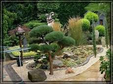 Beet Aus Steinen Und Rindenmulch Garten Garten