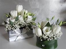 dei fiori battesimo le cose di lini centrotavola e segnaposti con i fiori