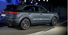 porsche cayenne neues modell 2018 2018 porsche cayenne debuts as company says its more 911