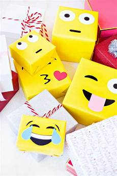 Diy Emoji Gift Wrap Emballages Cadeaux