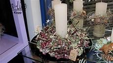 adventsgestecke mit kerzen in verschiedenen variationen