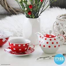 teekanne mit tasse teebecher und untersetzer teller set