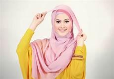 Cara Memakai Jilbab Segi Empat Kreasi Yang Cantik Yuliyani01