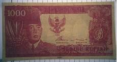 barang kuno uang soekarno rp 1 000 tahun 1964 warna merah