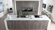 kookeiland met inbouw kastenwand keukens op maat