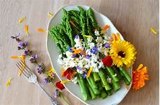 fiore con la a flower power 30 edible flower recipes brit co