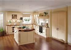 l küche mit insel koloniale landhausk 252 che in l form mit insel in caramel