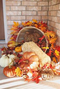 Decorating Ideas For Thanksgiving by 41 Cozy Thanksgiving Porch D 233 Cor Ideas Digsdigs