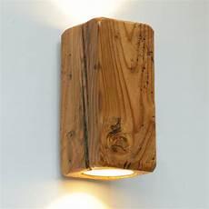 up and strahler wandleuchte aus antikem massivholz
