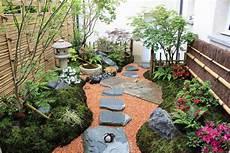 petit jardin zen japonais un d 233 cor japonais dans un petit jardin 224 l ombre gamm vert