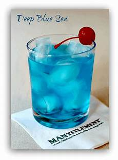 deep blue sea a boozy blue mixed drink recipe mantitlement