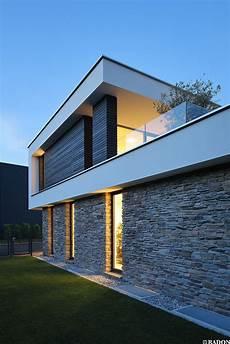 haus mit steinfassade einfamilienhaus pool flachdach steinfassade